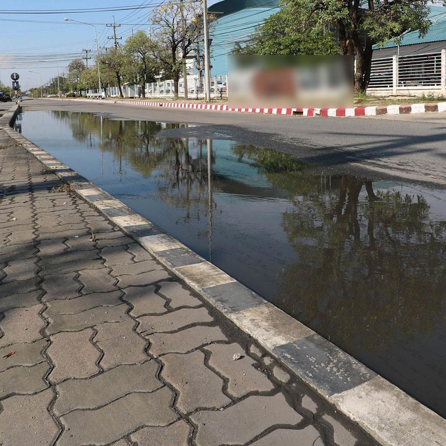 น้ำขังบนพื้นถนนคอนกรีต03
