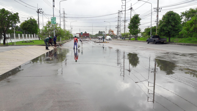 แก้ไขปัญหาน้ำขังบนพื้นถนน